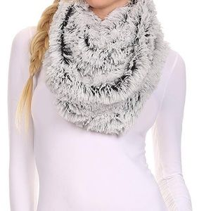 Accessories - 🖤NWT Soft Fall/Winter Infinity Fuzzy Scarf